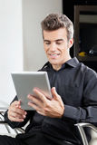 Male Client Using Digital Tablet In Salon Royalty Free Stock Photography