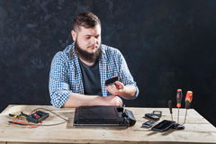Male computer engineer fixing problem with laptop Royalty Free Stock Images