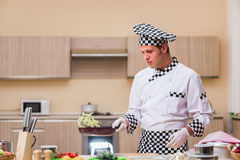 The male cook preparing food in the kitchen Stock Photography
