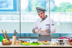 The male cook preparing food in the kitchen Royalty Free Stock Photos
