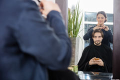 Male Customer Getting Haircut In Salon Royalty Free Stock Photography