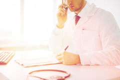 Male doctor with capsules Royalty Free Stock Photography