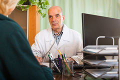 Male doctor discharging  female patient Stock Photography