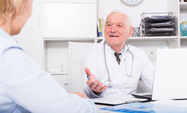 Male doctor with female client Royalty Free Stock Images