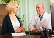 Male doctor with female patient Royalty Free Stock Photo