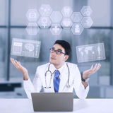 Male doctor and medical icon Royalty Free Stock Photography