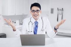 Male doctor with notebook in the clinic Royalty Free Stock Image