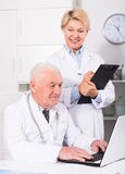 Male doctor and nurse Royalty Free Stock Photos