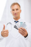 Male doctor with packs of pills Royalty Free Stock Photography