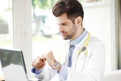 Male doctor portrait Royalty Free Stock Photos
