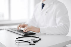 Male doctor typing on the keyboard Royalty Free Stock Photography