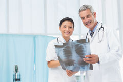 Male and female doctors examining x-ray Royalty Free Stock Photos