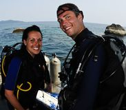 Male and female scuba divers. Two scuba divers before a dive Royalty Free Stock Photos