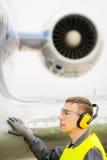 Male flygplatsarbetare Arkivfoto