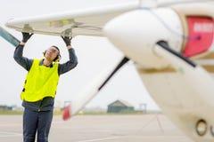 Male flygplatsarbetare Royaltyfri Bild