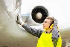 Male flygplatsarbetare Arkivbilder