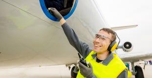 Male flygplatsarbetare Royaltyfri Foto