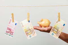 Male hand with banknote and piggybank Royalty Free Stock Photography