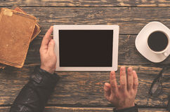 Male hands holding tablet with blank screen Royalty Free Stock Photos