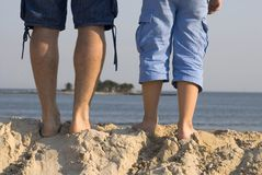 Male legs front of a beach Royalty Free Stock Photos