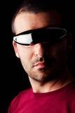Male man med futuristexponeringsglas Arkivfoton