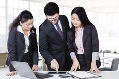 Male manager pointing chart on tablet Stock Photo