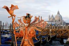 male maskering venice för karneval Arkivfoton