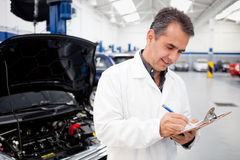 Male mechanic at a garage Royalty Free Stock Photos