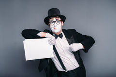 Male mime actor with empty paper sheet Royalty Free Stock Photos