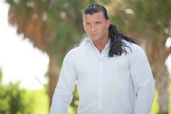 Male modell med långt hår Royaltyfria Bilder
