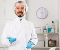 Male nurse preparing injection Royalty Free Stock Photography