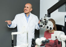Male ophthalmologist and girl checking eyesight Royalty Free Stock Photography