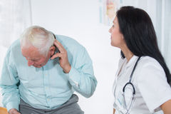 Male patient tells the doctor about his health complaints Royalty Free Stock Photos