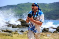 Male photographer with DSLR camera on the beach Royalty Free Stock Photography