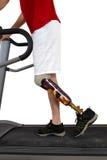 Male prosthesiswearer som genomgår rehabilitering Arkivbilder