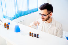 Male scientist in a laboratory Royalty Free Stock Photography