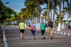 Malecon går - Puerto Vallarta, Mexico Royaltyfria Bilder