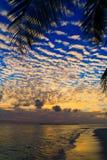 Maledivischer Sonnenuntergang lizenzfreie stockbilder