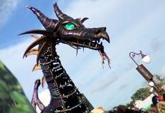 Maleficent drakeformmetall gjorde huvudet royaltyfri fotografi
