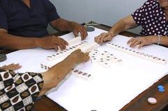 Maleisië; penang: het spelen majong Stock Foto's