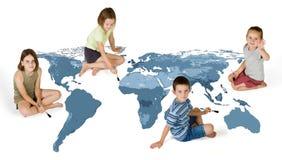 Malen mit 4 Kindern Lizenzfreies Stockfoto