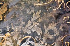 Malen Sie goldene Farben des dunklen Schmutzes der Weinlesemaske Textil, Bürstenanschläge, organischer Textilhypnotikhintergrund Lizenzfreies Stockbild