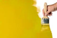 Malende gelbe Wand stockbild