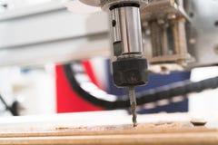 Malenmachine die aan staaldetail werken CNC malenmachine die, Snijdend metaalbewerkingsproces werken Royalty-vrije Stock Foto