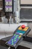 Malenmachine om plastieken en afstandsbediening te verwerken Stock Foto