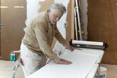 Maler auf der Gestelltabelle Stockfotos