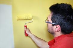Maler in der Tätigkeit Stockbilder
