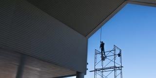Maler malen das Gebäude Lizenzfreies Stockbild