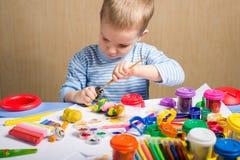 Malerei des kleinen Jungen Lizenzfreies Stockfoto