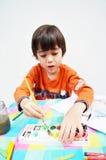 Malerei des kleinen Jungen lizenzfreie stockbilder